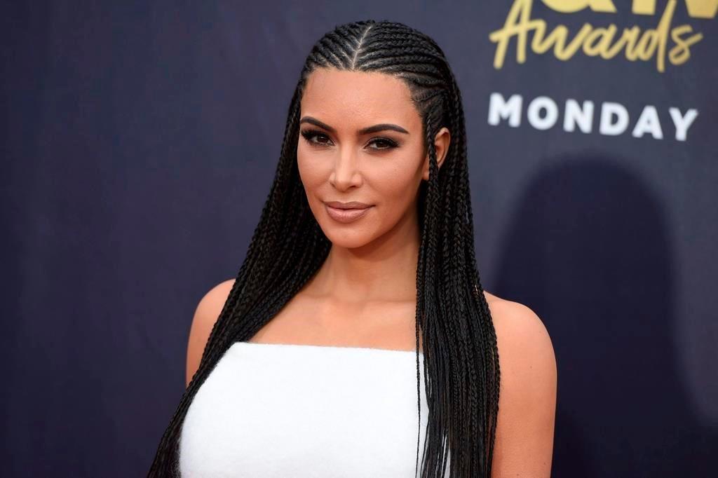 Kim Kardashian s'approprie la culturelle afro-américaine ainsi que la culture japonaise avec sa marque de lingerie « Kimono »